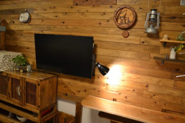 ディアウォール木の壁壁掛けテレビカウンターテーブル