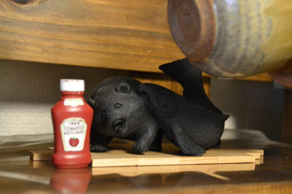 熊 鮭 炭