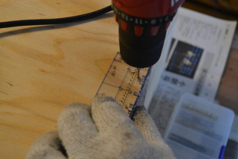 2X4定規の使いやすい所に新しく穴をあけて使用