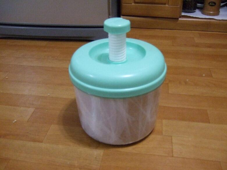 漬け物容器で味噌づくり