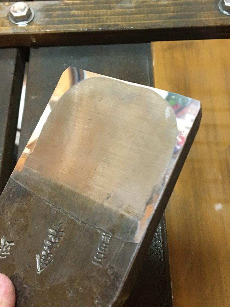 和鉋の刃の裏押しには焼結ダイヤ砥石とWA粉の組み合わせが良い