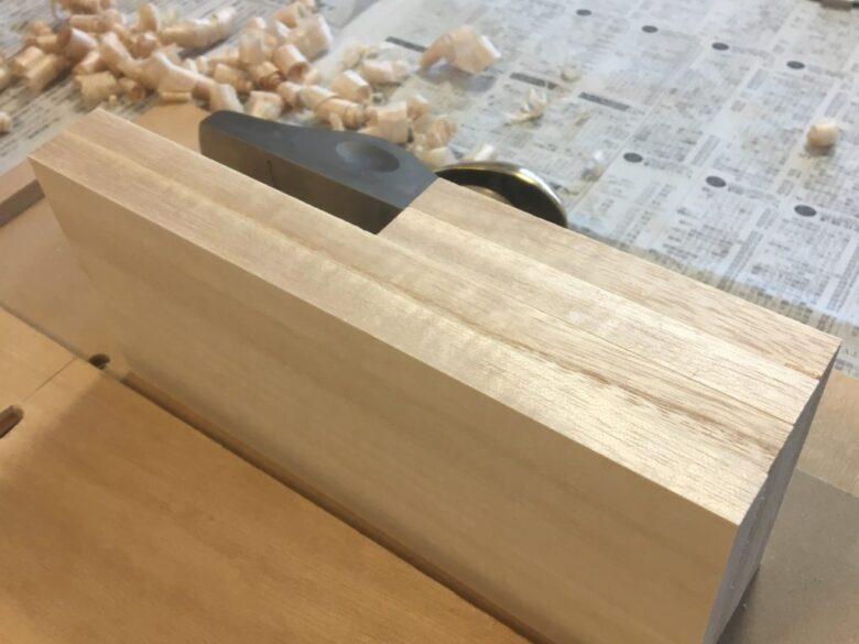 すべての木材が、正確に同じ幅に切り揃えられる