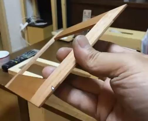 ユーカリ材を2.5mmずつ合い欠き継ぎ