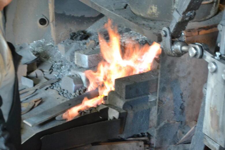この炉の温度を、見て判別している