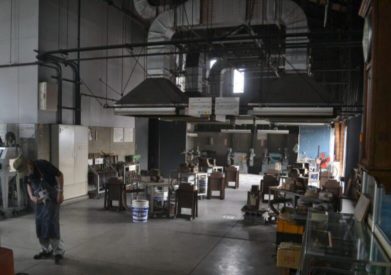 三条鍛冶道場の中には広い工房がある