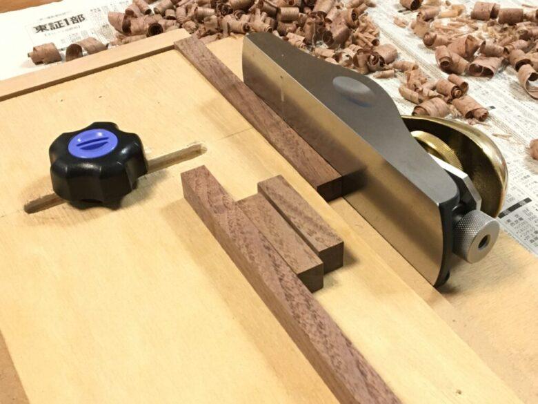 西洋鉋で木端面を削る