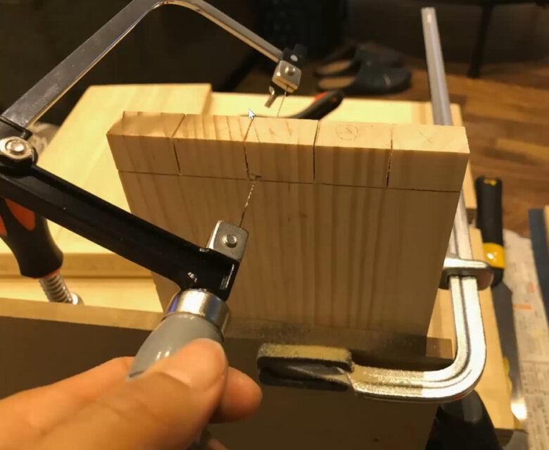 刃がねじれているタイプの糸鋸