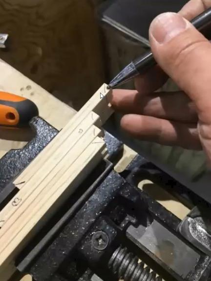 材を合わせてクランプしてから45度にカットする