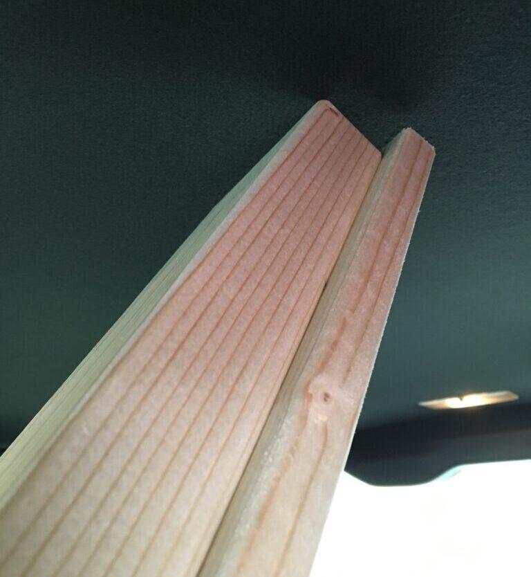 長い木材は車内でぶつかりやすい