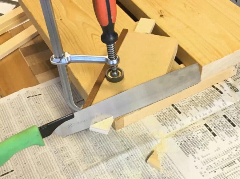 留め切りガイドを使ってエゾ松を切りました