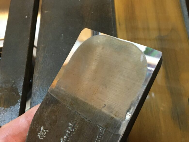 焼結ダイヤモンド砥石で裏押し